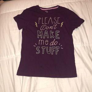 girls maroon T-shirt